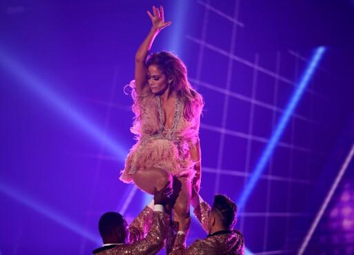 FÅR KRITIKK: Jennifer Lopez' opptreden på Grammy-utdelingen får blandet mottakelse på sosiale medier. Foto: NTB scanpix