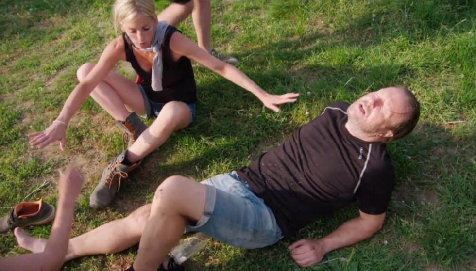 <strong>UHELDIG:</strong> Svein Østvik (57) var sikker på at han måtte trekke seg fra «Farmen kjendis» etter å ha vært involvert i en dramatisk hesteulykke under innspillingen. Her med modell Kathrine Sørland (35) like etter ulykken. Foto: TV 2