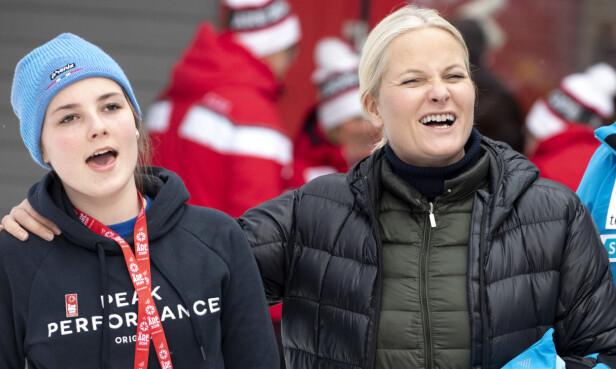 MOR OG DATTER: Prinsesse Ingrid Alexandra og kronprinsesse Mette-Marit i action. Foto: Andreas Fadum/Se og Hør