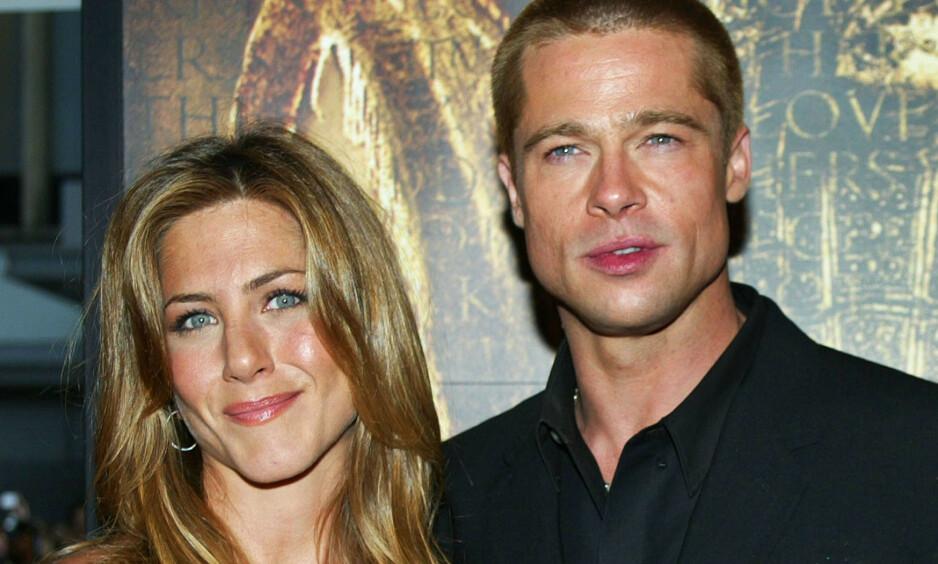 DUKKET OPP UNDER BURSDAGSFEIRINGEN: Hollywood-stjernen Jennifer Aniston feiret sin 50-årsdag lørdag kveld, og i den anledning dukket eksmannen Brad Pitt opp. Nå forteller en kilde om bakgrunnen for invitasjonen. Her er eksparet avbildet sammen i 2004. Foto: NTB scanpix