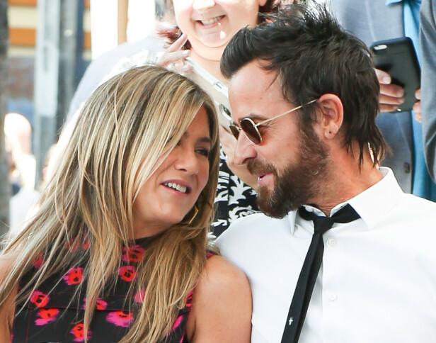 SKILTES SOM GODE VENNER: Jennifer Aniston og Justin Theroux giftet seg i 2015 og ga hverandre sitt ja under en privat seremoni. Eksparet sjokkerte en hel verden da de annonserte at de skulle skille seg i fjor. Foto: NTB scanpix