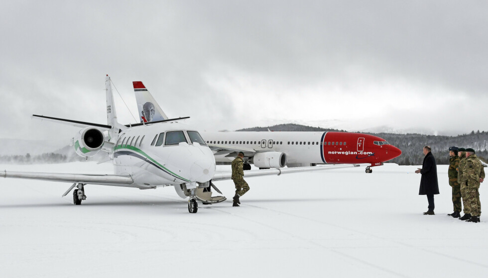 FLØY PRIVAT: Prins Harry ankom Norge i et privatfly torsdag formiddag. Foto: NTB scanpix