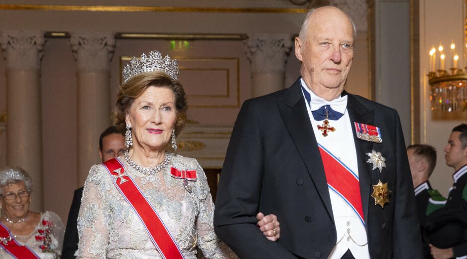 SITTER TIL HAN DØR: Kong Harald er fast bestemt på sitte ved tronen til dagen han går bort. Foto: NTB Scanpix