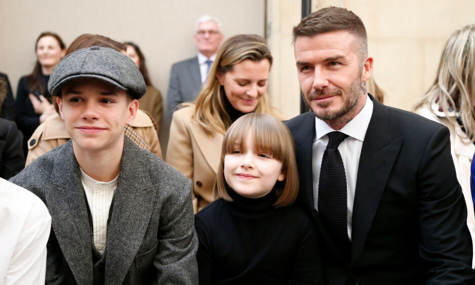 SYV ÅR GAMMEL: Harper Seven Beckham har allerede rukket å bli syv år, og benket seg på første rad sammen med resten av familien på morens motevisning i London i helgen. Foto: NTB Scanpix