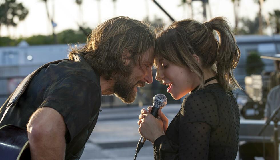 KINOSUKSESS: Lady Gaga og Bradley Cooper har fått stor anerkjennelse for sin innsats i «A Star is Born». Spesielt har sangen «Shallow» på kort tid har blitt en hit etter at filmen kom ut. Foto: NTB Scanpix