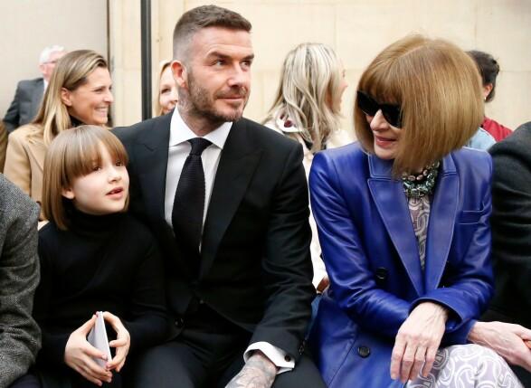 LEGENDE: Vogue-redaktør og motelegende Anna Wintour så ut til å kose seg sammen med David og Harper. Foto: NTB Scanpix