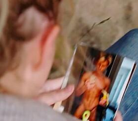 TULLETE: Sommerfugl-sladden fra «Paradise Hotel» var erstattet med en avokado-emoji. Foto: TV 2
