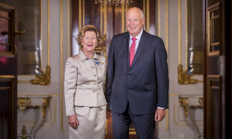 <strong>BURSDAG:</strong> I dag fyller kongen 82 år. Her er han avbildet med dronning Sonja (81) i forbindelse med gullbryllupet deres i august i fjor. Foto: NTB Scanpix