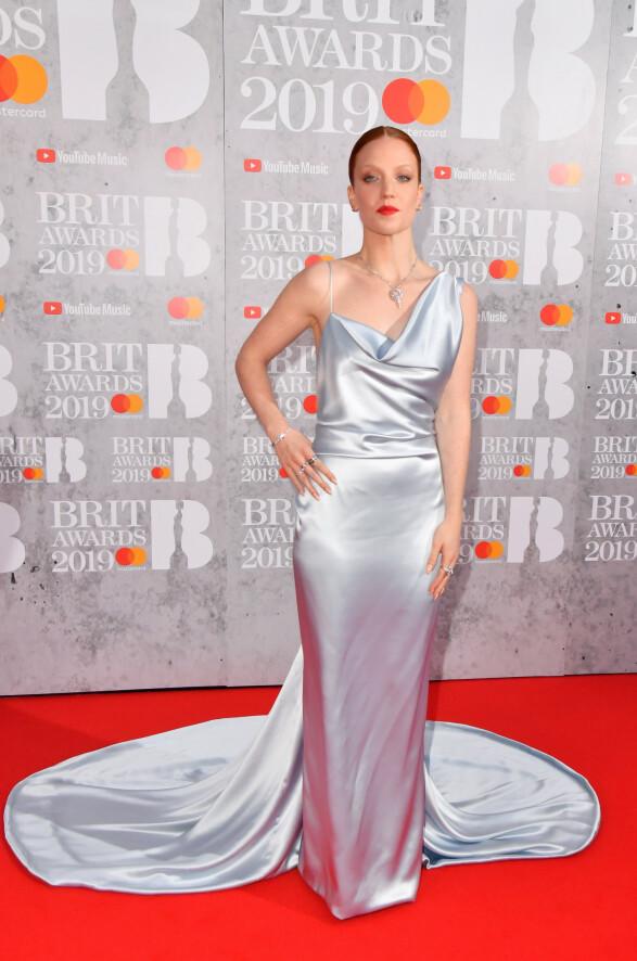 JESS GLYNNE: Sangstjernen var svært elegant i en isblå kjole fra Vivienne Westwood. Foto: NTB scanpix