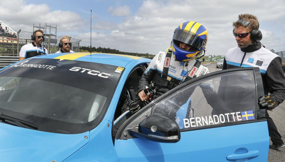 <strong>IVRIG:</strong> Prinsen har i flere år vært en ivrig motorsportutøver, og kjører for Cyan racing. Foto: NTB Scanpix