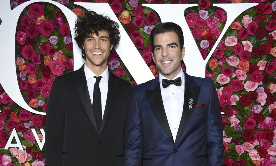 DEN GANG DA: Under fjorårets Tony Awards i New York så Miles McMillan og Zachary Quinto svært lykkelige ut. Foto: NTB Scanpix