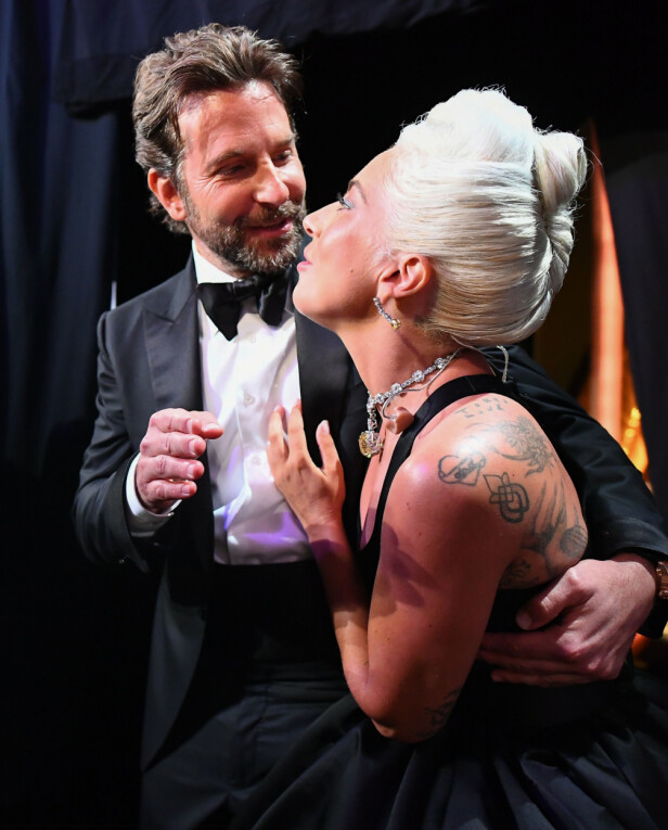 <strong>LURTE ALLE:</strong> Lady Gaga innrømmer at opptredenen var nøye planlagt, og at det skulle se ut som de to var forelsket på scenen. Foto: NTB scanpix