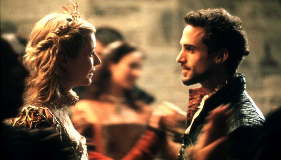GJENNOMBRUDDET: Shakespeare in Love med Gwyneth Paltrow og Joseph Fiennes vant hele syv Oscar. Foto: NTB Scanpix