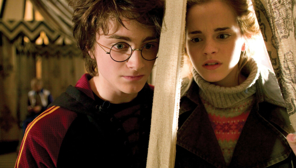 HARRY POTTER: Daniel Radcliffe slo for alvor gjennom i rollen som Harry Potter, med karakteristiske, runde briller og arr i panna. Her med kollega Emma Watson, som spilte Hermine Grang. Foto: NTB Scanpix