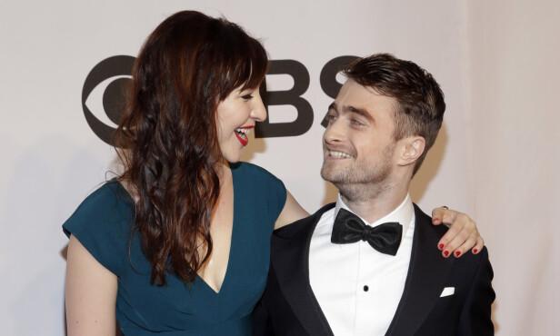 KJÆRESTER: «Harry Potter»-stjernen møtte kjæresten, som også er skuespiller, under innspillingen av filmen «Kill Your Darlings» i 2012, samme år som han kuttet alkoholen.  De to holdt forholdet skjult i flere år før de omsider valgte å fortelle om romansen sin til offentligheten. Her i 2014. Foto: NTB Scanpix