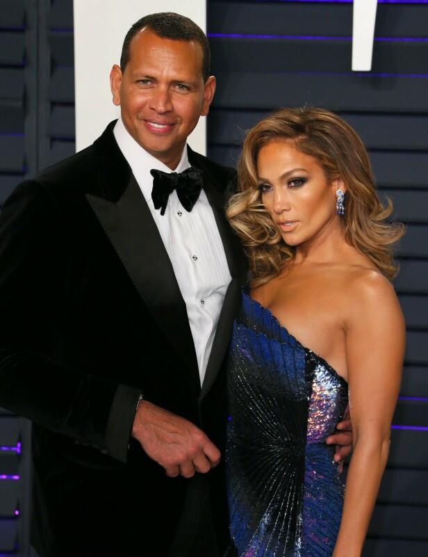 KJÆRLIGHETEN BLOMSTRER: Det er liten tvil om at superparet er forelsket. Her fra Vanity Fair-festen i slutten av februar. Foto: AFP/ NTB Scanpix