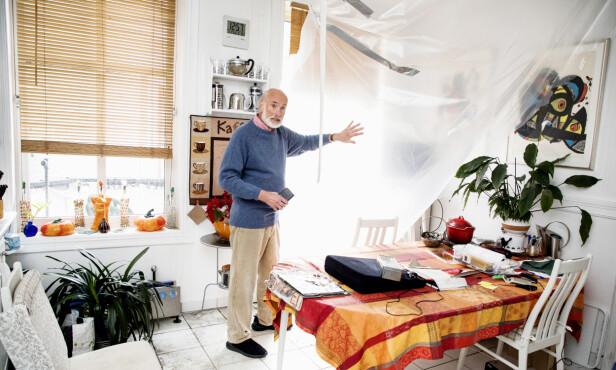 <strong>DRAMA:</strong> Leiligheten må luftes ut i tiden fremover. Jan Ridd står på kjøkkenet, der han tittet ut og så flammene fra etasjen over. Foto: Morten Eik / Se og Hør