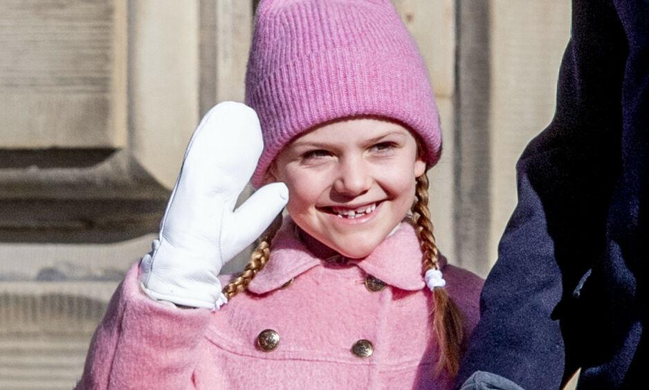 SJARMERER ALLE I SENK: Selv om det var kronprinsesse Victoria som skulle feires tirsdag, er det prinsesse Estelle som har fått mest oppmerksomhet. Foto: NTB Scanpix