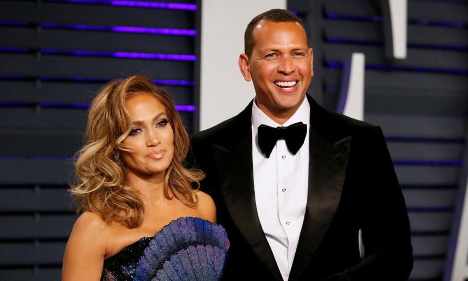 FORLOVET: Jennifer Lopez forteller i et nytt intervju at hun angrer på at hun var så opptatt av karrieren da hun var yngre. Her er hun sammen med forloveden Alex Rodriguez. Foto: NTB Scanpix