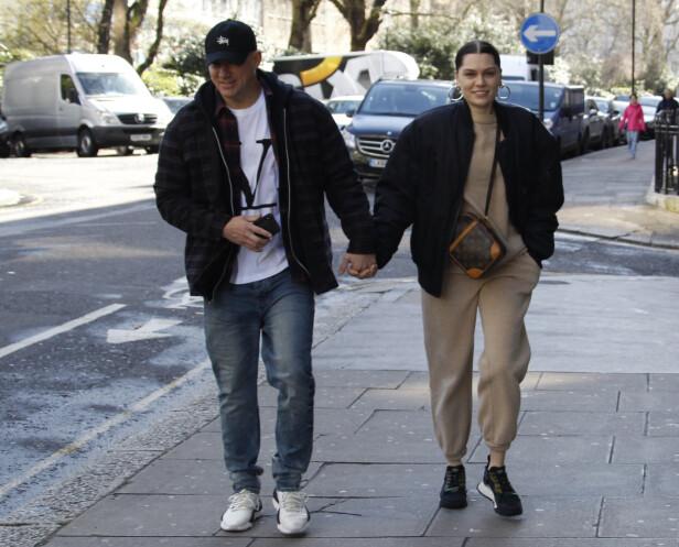 <strong>FORELSKET:</strong> Channing og Jessie smilte fra øre til øre da fotografen knipset bilder av dem hånd i hånd. Foto: NTB Scanpix