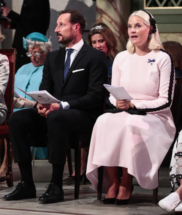 MINST: Vår egen kronprinsesse Mette-Marit brukte minst penger på klær i fjor. Prislappen endte totalt på 430 000 kroner. Her fra kongeparets gullbryllupsmarkering i august. Foto: NTB Scanpix