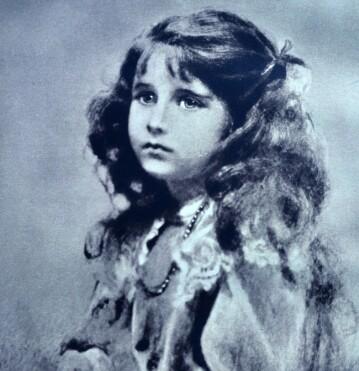 <strong>DEN GANG DA:</strong> En ung dronningmor, trolig foreviget i 1906. Foto: NTB Scanpix