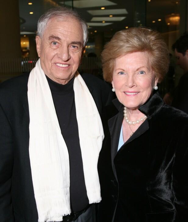<strong>MANNEN BAK SUKSESSEN:</strong> Her er Gary Marshall fotografert sammen med kona Barbara Marshall i 2010. Foto: NTB scanpix
