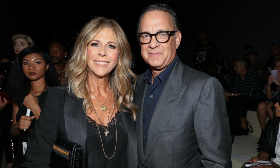 <strong>STJERNEPAR:</strong> Rita Wilson og Tom Hanks har vært gift siden 1988 og de har holdt sammen i tykt og tynt. I 2015 fjernet førstnevnte begge brystene etter at hun fikk påvist brystkreft. Nå forteller hun om den alvorlige samtalen med ektemannen. Foto: NTB scanpix