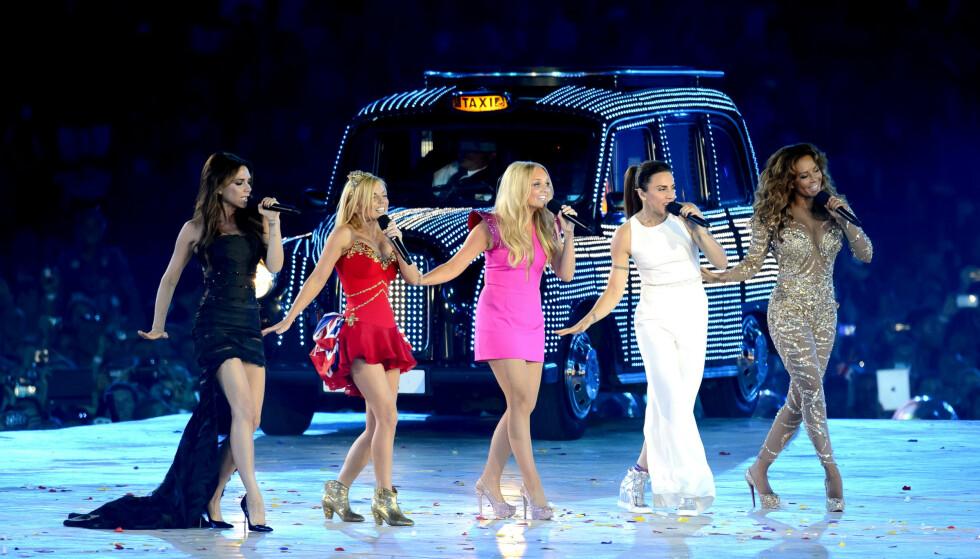 TRIVDES IKKE: Spice Girls stod på scenen under avslutningsseremonien til sommer-OL i London i 2012. Ifølge Mel C (nest ytterst t.h.) syntes ikke Victoria (ytterst t.v.) noe særlig om å være tilbake på scenen. Foto: NTB scanpix