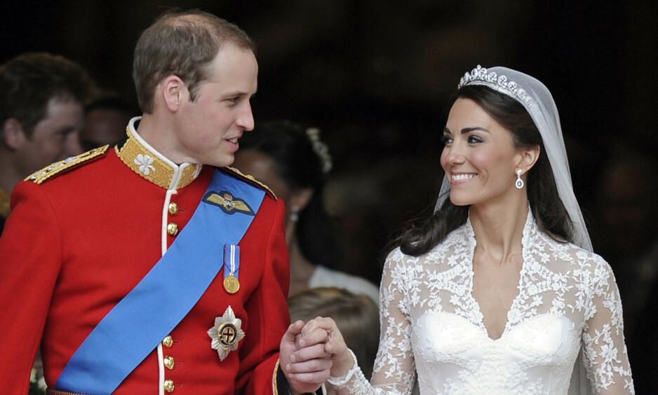 PERSONLIG PREG: For å få et mer personlig preg på bryllupet, fikk William tillatelse av dronning Elizabeth til å rive i stykker gjestelisten. Foto: NTB Scanpix