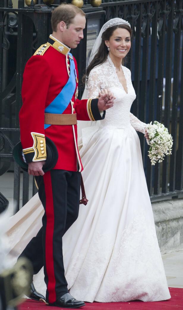 RETTE EKTEFOLK: Hertuginne Kate fikk mye oppmerksomhet for brudekjolen sin under vielsen 29. april 2011. Foto: NTB Scanpix