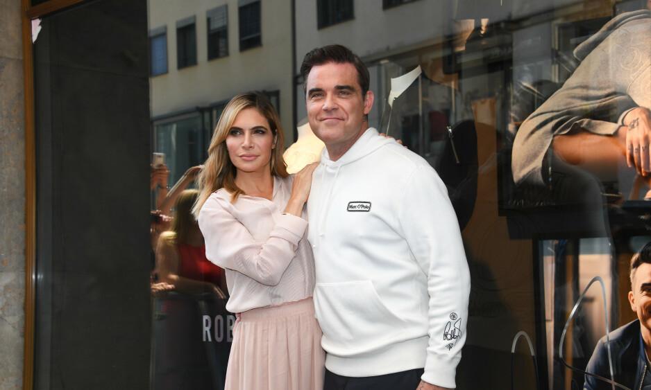 <strong>LYKKELIG FAMILIEMANN:</strong> I 13 år har Robbie Williams vært kjæreste med Ayda Field. De har også tre barn sammen. Foto: NTB Scanpix