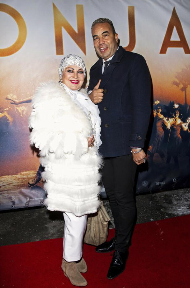 FORELSKET PÅ NYTT: Lilli Bednriss har funnet tilbake til 28 år yngre Shad. Her poserer de på rød løper før premieren til «Sonja». Foto: Andreas Fadum