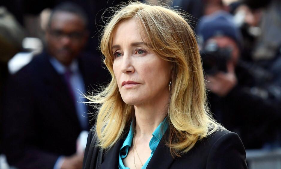 I FARE: Mandag kveld sa Felicity Huffman seg skyldig i universitetsskandalen. Tirsdag morgen utsetter Netflix utgivelsen av hennes nyeste film. Foto: NTB Scanpix