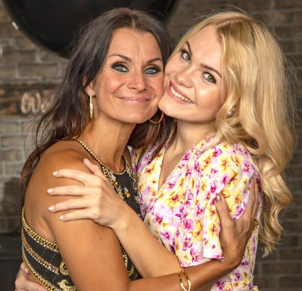 <strong>MOR OG DATTER:</strong> Her er Katrine Moholt avbildet sammen med eldstedatteren Evelina. Foto: Tor Lindseth/ Se og Hør