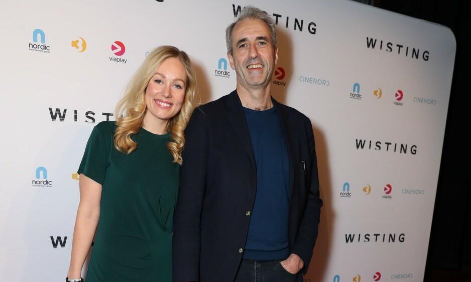 FORELSKET: Finansmannen Olaf Thommessen kom på premiere med sin nye kjæreste Malin Sjoner. Foto: Andreas Fadum