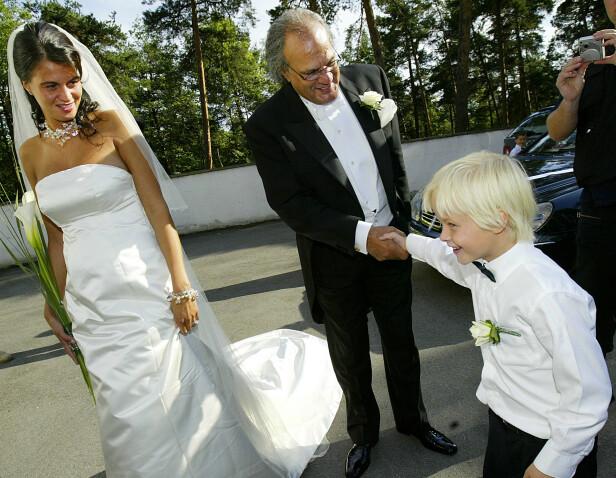 <strong>SØT:</strong> «Lille Marius» løp rundt i farens bryllup i 2004, og er med på mange av bildene som ble tatt den dagen. Her hilser han på Celine Maktabis far, teppehandleren Mahmoud Maktabi. Foto: NTB scanpix