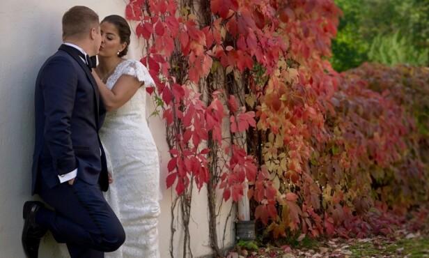 LYKKELIG GIFT: Joakim og Sara har kjøpt seg leilighet sammen og ser for seg en fremtid sammen. Foto: TVNorge / Discovery