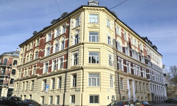 ÆRVERDIG: Bygården på Skillebekk ble oppført i 1897. Kurts nye leilighet ble i all hovedsak pusset opp i 2007. Foto: Morten Eik / Se og Hør
