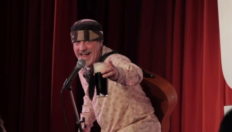 <strong>DØDE PÅ SCENEN:</strong> Den britiske komikeren Ian Cognito døde på scenen sist torsdag. Foto: Ian Cognito / Youtube