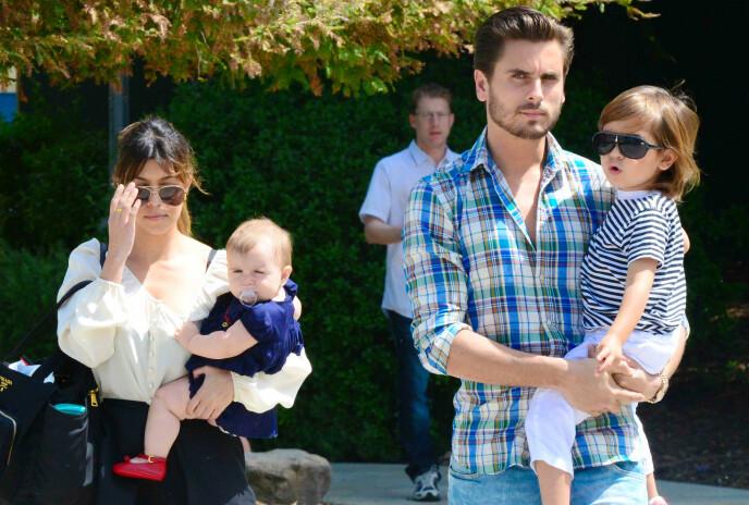 EKSER: «Keeping up with the Kardashians»-stjernen Kourtney Kardashian og Scott Disick holdt sammen i ni år og fikk tre barn sammen. I 2015 avsluttet Kourtney forholdet. Her er eksparet avbildet i 2013. Foto: Beverly News / REX / NTB
