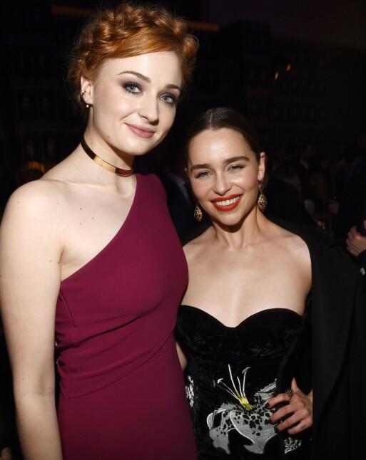 STJERNER: Sophie Turner og Emilia Clarke avbildet på etterfesten til «Game of Thrones»-premieren i 2016. Foto: Michael Buckner/Variety/REX/ NTB scanpix