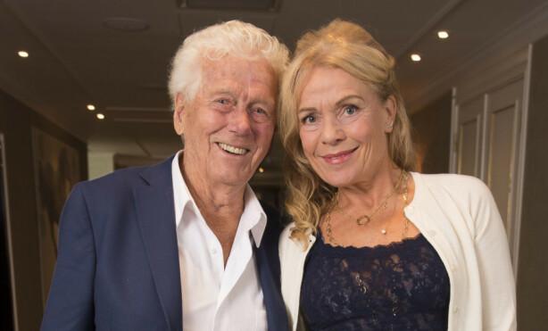 34 ÅR SKILLER DEM: Skuespilleren Toralv Maurstad (92), kjent fra blant annet Hotel Cæsar, og Beate Eriksen (58) har vært sammen i mange år. Foto: Tore Skaar/Se og Hør