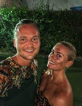 PLEIER KJÆRLIGHETEN: Andrea og Morten kjøpte nylig sin første leilighet sammen. Nå er de i Thailand med sistnevntes familie. Foto: Privat
