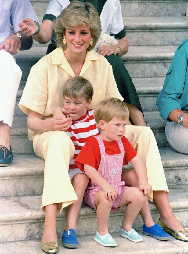 PÅ FERIE: Her er prinsesse Diana med sønnene på ferie på Mollorca, Spania i 1987. Foto: NTB Scanpix