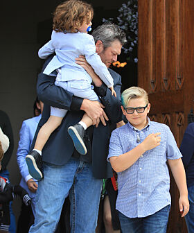 STEFAR: Blake skal ha fått et tett bånd med Gwens tre sønner. Her sammen med dem i fjor. Foto: NTB Scanpix