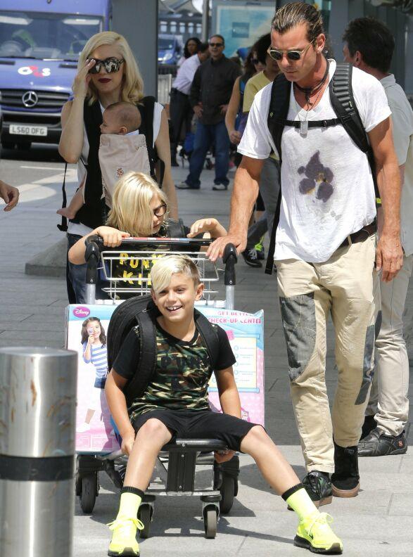 PRIORITERER PAPPA: Selv om Blake får tilbringe mye tid med barna, fokuserer Gwen mye på at de skal være mye med pappaen sin også. Her var de alle sammen i 2014. Foto: NTB Scanpix
