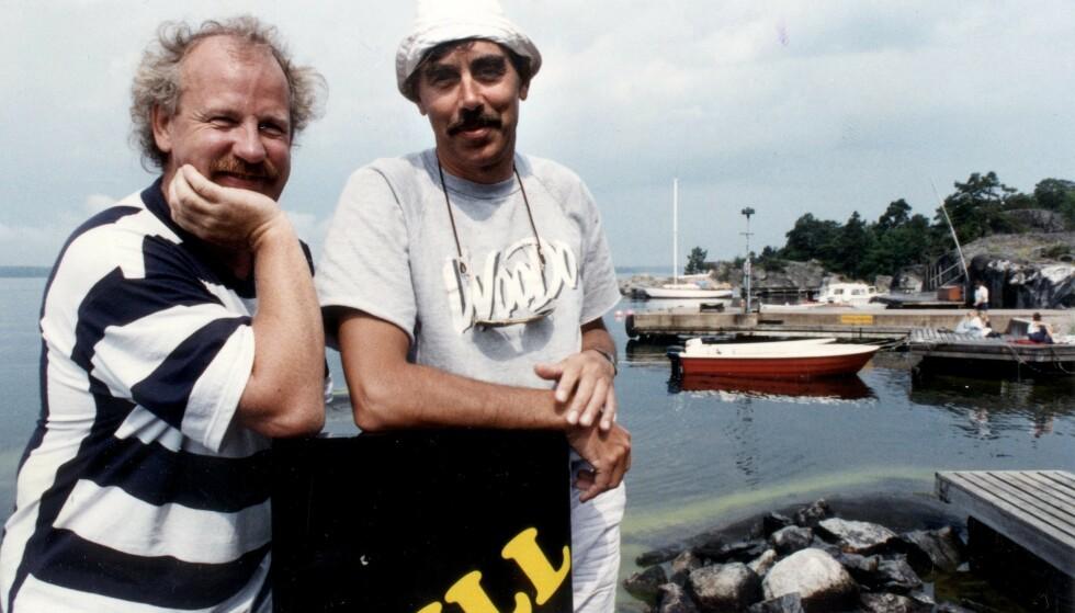 <strong>SVENSK KARRIERE:</strong> Skolmen med makker Lasse Åberg under innspillingen av «Selskapsreisen 3 - SOS» (1988). Foto: Maj-Britt Rehnström / FLT-Pica / NTB Scanpix