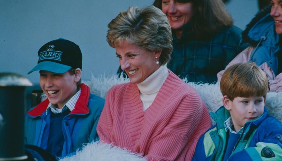 LATTER: Diana hadde et nært forhold til sønnene William og Harry, og de to prinsene har i senere tid omtalt moren som rampete, morsom og kjærlig. Foto: NTB Scanpix