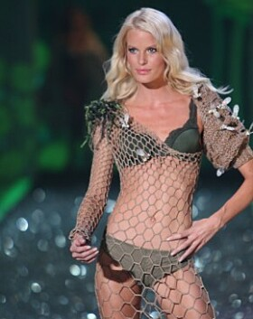 GJEV CATWALK: I 2009 fikk Caroline Winberg gå på catwalken for Victoria's Secret. Foto: NTB Scanpix